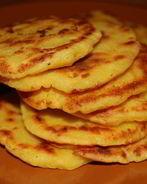 Арепас де кесо — кукурузные лепешки с сыром
